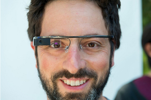 Google创始人佩奇佩戴Google Glass